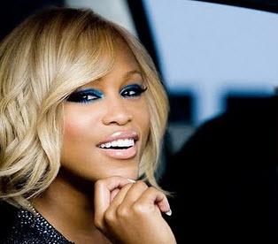 Create a cool gaze. Try blue eyeshadow... - Fabelish