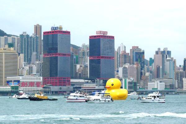 Floating Duck in Hong Kongby Florentijn Hofman