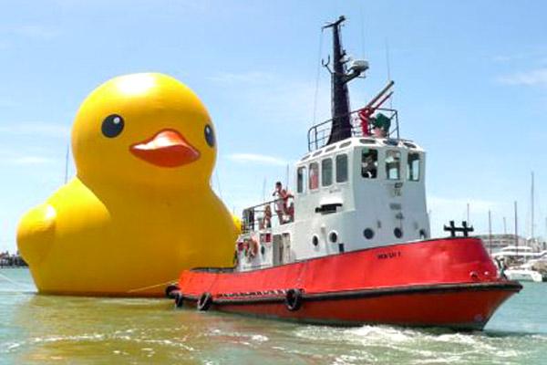 Floating Duck in Aukland by Florentijn Hofman
